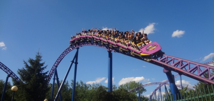 Reminder: Live chat with Six Flags New England on Dec  3