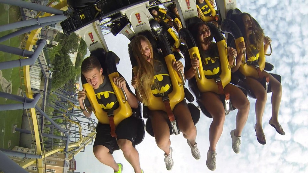 PHOTO_ Batman the Ride Backwards On Ride Wide Shot